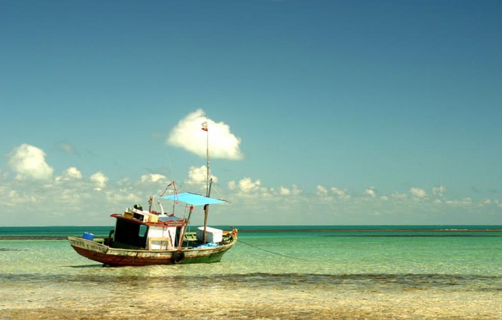 Una barcaza similar a esta pero con un tono mas amenzante casi nos aborda.