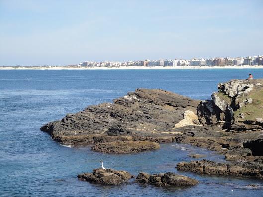 La playa desde las piedras