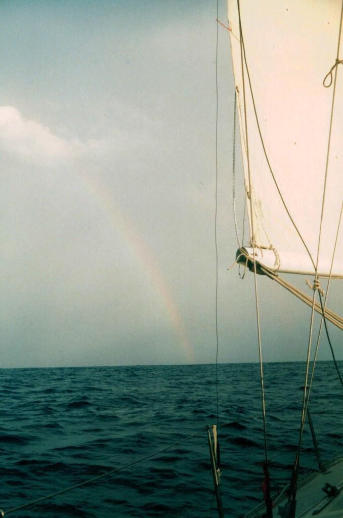 La calma al mediodia trae un arcoiris