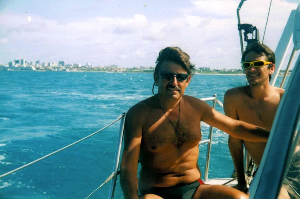 Eduardo, Iñaki y el ultimo pedazo de Brasil que veríamos en nuestro viaje a nuestra popa.