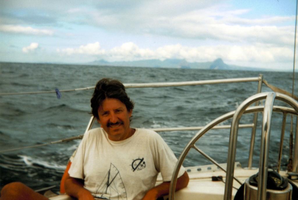 Edu sonríe al dejar atras Saint Lucia.