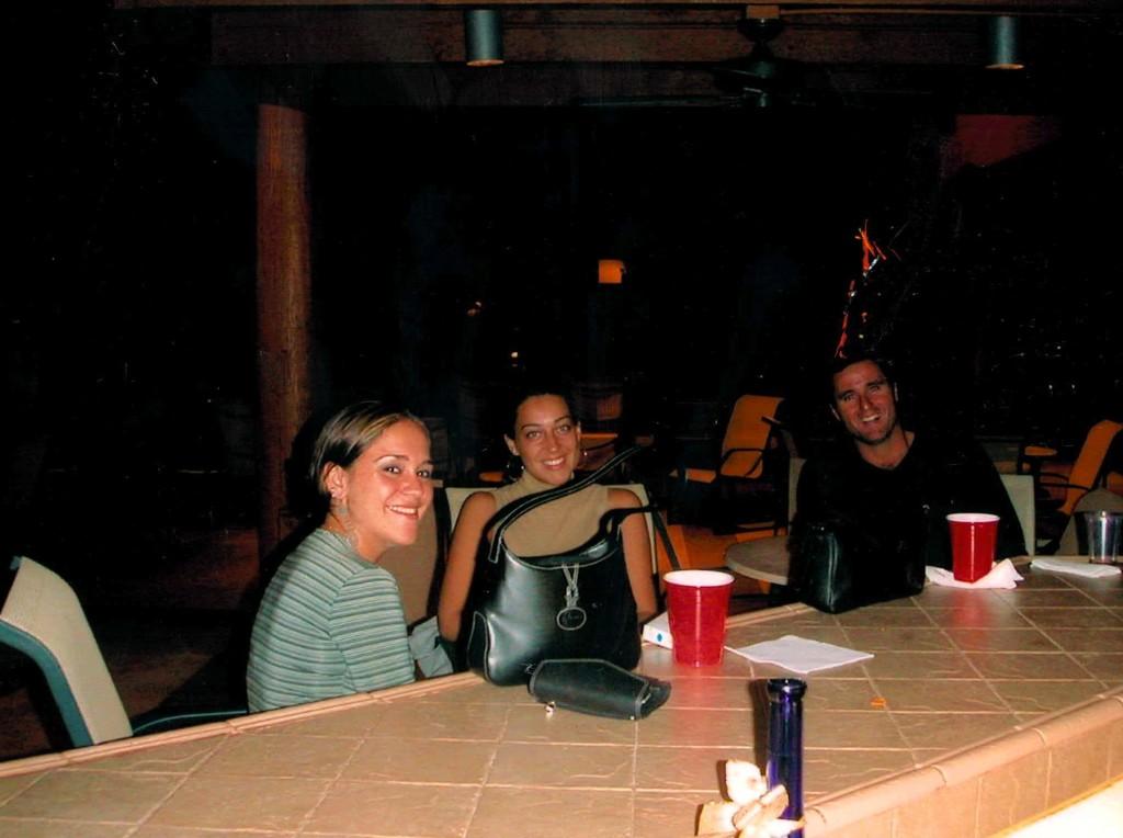 Mi hermana Rocio, su amiga Vanessa y otro mas que no se quien es.